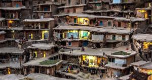 Evlerin çatılarını sokağa dönüştürdüler!