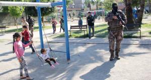 Polisi şaşkına çeviren görüntü! Çocuk parkından uyuşturucu fışkırdı