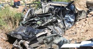 Tankerin ezdiği otomobil pestile döndü: 2 ölü, 1 yaralı