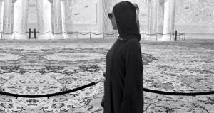 Ünlü şarkıcı, kızgın kumu ve güneşi bırakıp camiye koştu