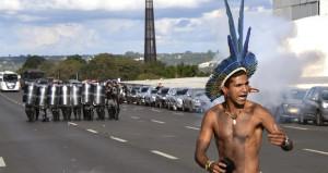 Yerliler sokaklara döküldü! Topraklarını geri almak istiyorlar