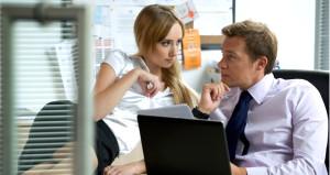İş yerinde kadınlardan çok erkekler cinsel tacize uğruyor!