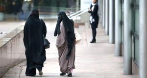 Almanya resmen çarşaf ve burkayı yasakladı!