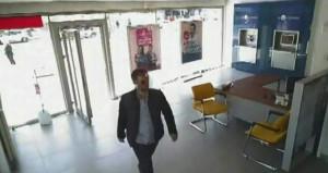 Banka müdürünün başına silah dayayıp 3 milyon lira havale yaptırdı