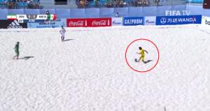 Plaj futbolunun en iyi golü İranlı kaleciden geldi