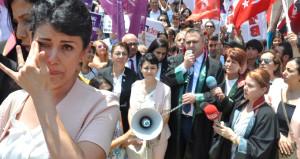 Saadet Hoca'nın deşifre ettiği tacizci müdür, öğrencileri tehdit etti