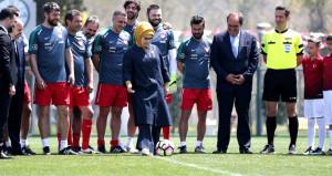 Spor şenliğinde başlama vuruşunu Emine Erdoğan yaptı