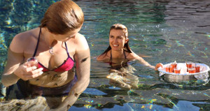 Tuğba'dan balıklı havuzda çay keyfi