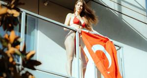 Türk arkadaşıyla buluşan 'Amanda Yenge' Allah'a şükretti
