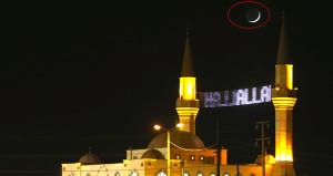 Türkiye semalarında kartpostallık Ay-Yıldız görüntüsü
