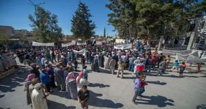Suriyeliler Akçakale Karakoluna Saldıran PYD'ye Tepki Gösterdi