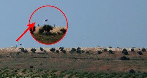 PYD bölgesine çekilen bayraklara silahlı koruma!