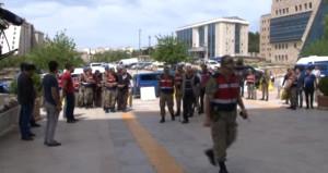 Askeri birliklere akaryakıt taşıyan firmalara PKK operasyonu!