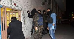 Üniversiteye çöreklenen PKK'lılara darbe!
