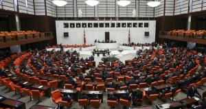 Tezkere gündemiyle toplanan Meclis'te büyük gerginlik yaşandı