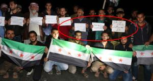 Suriyelilerin Arapça pankartları, sınırı geçen Türk askerini mest etti