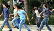 Üniversitede taşlı sopalı kavga