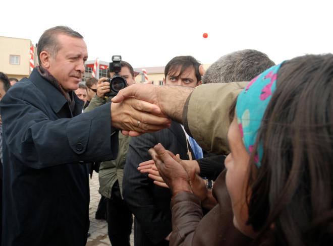 Erdoğan'a Hakkari'de Taşlı Çöplü Karşılama