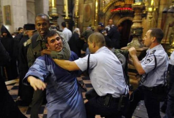 Kilisede Papazlar Meydan Savaşı!