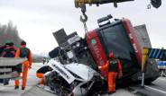 TIR, Otomobili Biçti: 3 Ölü