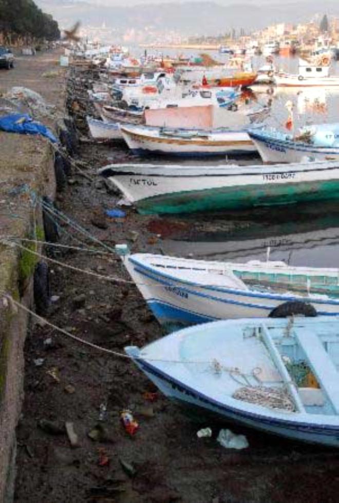 Çanakkale'de 100 Tekne Karaya Oturdu