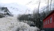 Yüksekova'da Çığ Köyü Yutacaktı