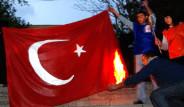 Türk Bayrağını Yaktılar