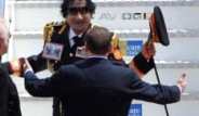 Kaddafi'nin Göğsündeki Kahraman