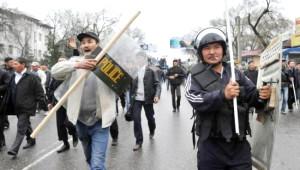 Kırgızistan'da Devrime Kadın Eli Değdi