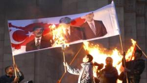Erivan'da Türk Bayrağı Yakıldı