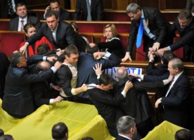 Ukrayna Parlamentosu Karıştı