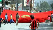 Yüksekova'da Binalara PKK Bayrağı Asıldı