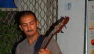 Irkçı Rumlar, Konser Bastı