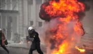 Öğrenciler Atina'yı Yakıyor