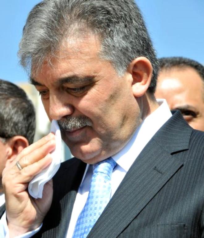 Abdullah Gül'ü Ağlatan Şarkı
