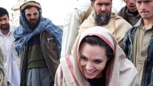 Angelina Jolie Sürpriz Yaptı