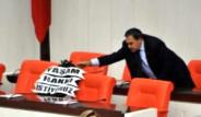 Başbakan'ın Koltuğuna Siyah Çelenk