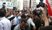Devlet Bakanı'na Yumruklu Saldırı