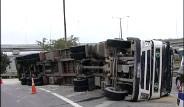 İstanbul'da Tır Devrildi Trafik Felç!