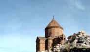 Deprem Akdamar Kilisesi'ni De Vurdu