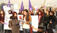 Kadınlardan Ahmet Çakar'a Mor Kart