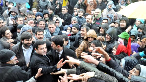 BDP'li Demirtaş Hükümeti Topa Tuttu