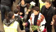 Leyla Zana'dan Kadın Polislere Karanfil