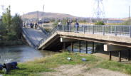Köprü Çöktü Araçlar Suya Gömüldü