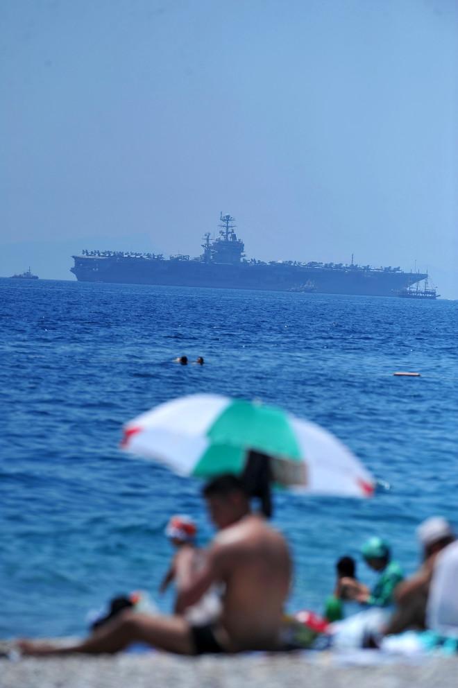 ABD Uçak Gemisi Lincoln Antalya'da