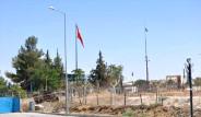 Sınırda Özgür Suriye Ordusu Bayrağı