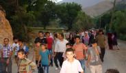 Top Atışları Köyü Sokaklara Döktü