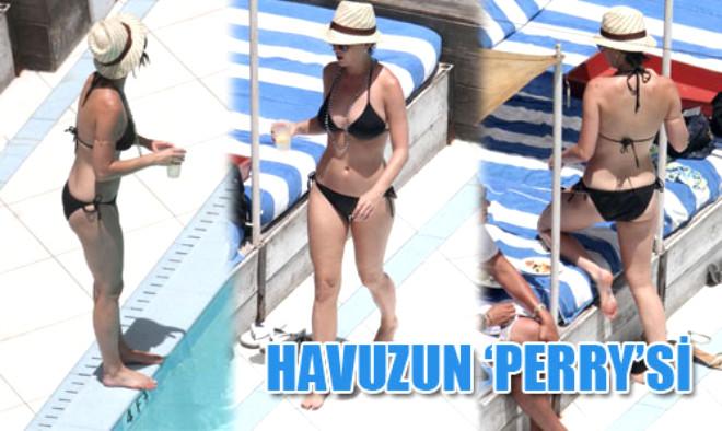 Katy Havuz Başında 'Perry' Gibi