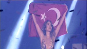 Jeniffer Lopez'den Türk Bayraklı Final