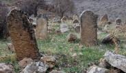 Batman'da Esrarengiz Mezarlık Bulundu